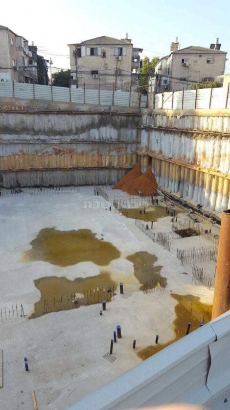 החול נשפך באתר הבניה