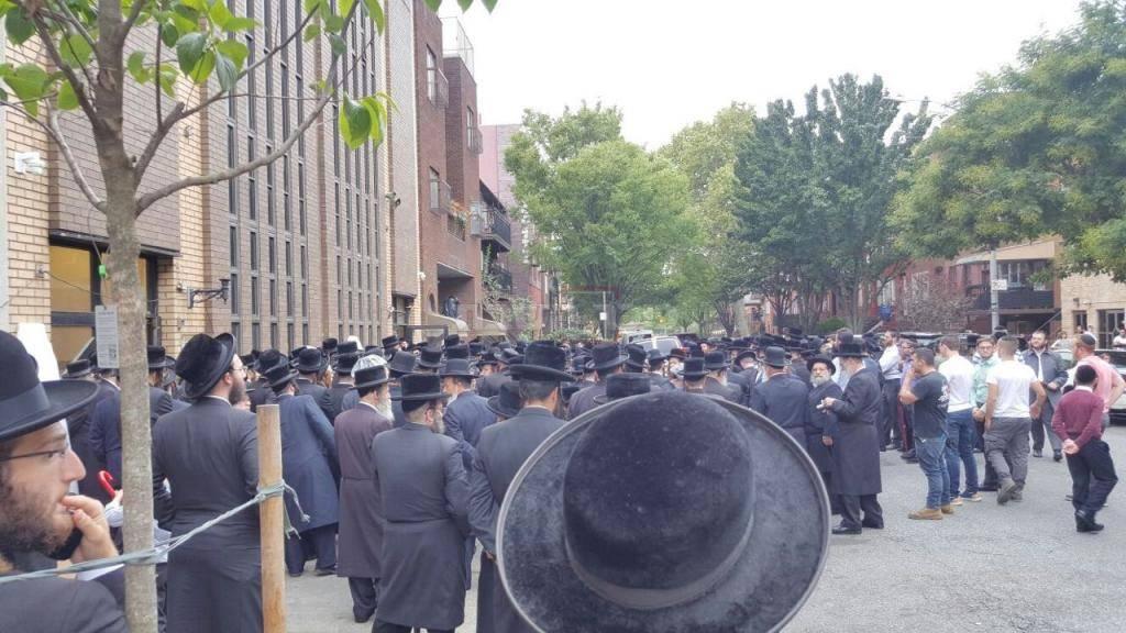 ההמונים במסע הלוויה (באדיבות המצלם)