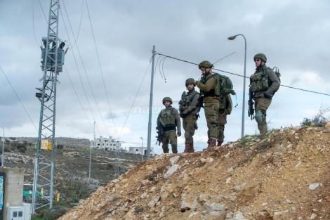 """חיילים בזירת הפיגוע (צילום: דובר צה""""ל)"""