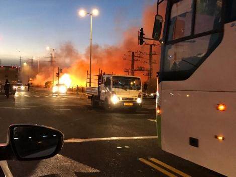האש ב-443 (צילום: אלי בלום)
