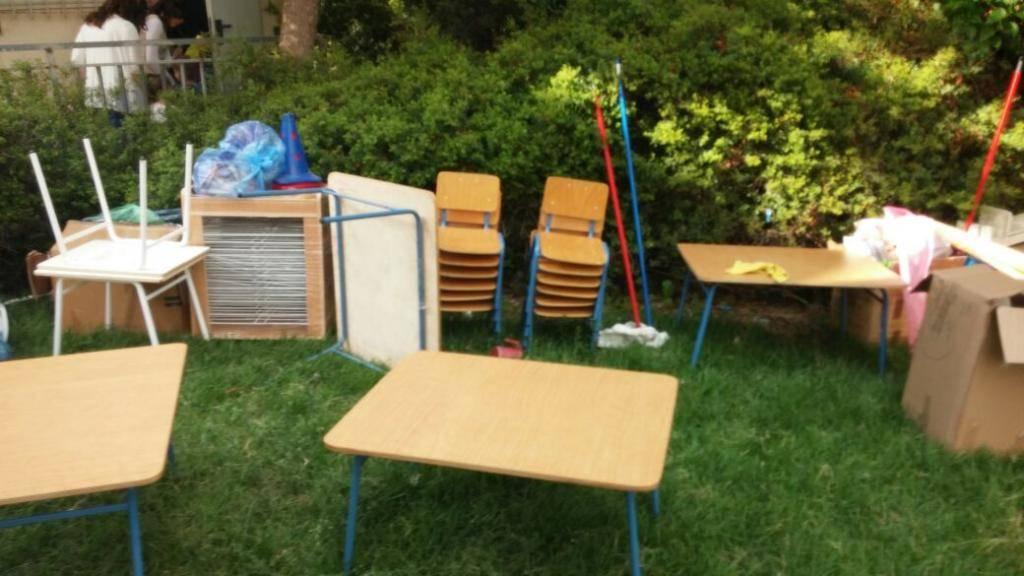 מחוסר מקום: חפצי הגן בחצר (באדיבות המצלם)