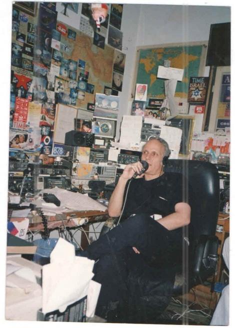 מיקי גורדוס באחד משידוריו