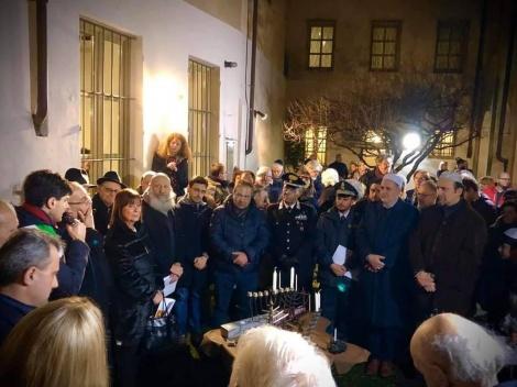 הדלקת נרות בבית כנסת המפואר של קהילת קזאלה מונפארטו בצפון איטליה. באדיבות אריה זריבי