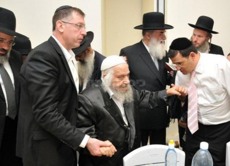 אבי בן ישראל עם הרב אברהם חי. צילום: אילנה חג'ג'