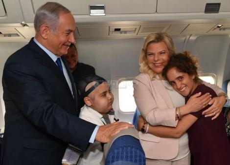"""בני הזוג נתניהו עם הילדים (צילום: קובי גדעון, לע""""מ)"""
