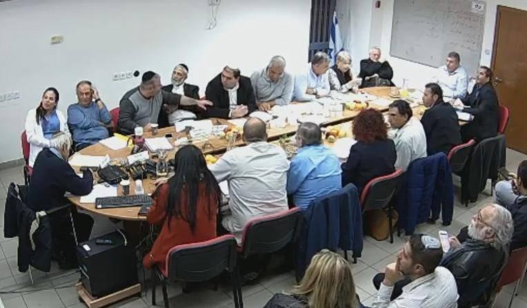ישיבת מועצת הישוב מבשרת, אמש (מתוך שידור חי-יוטיוב)