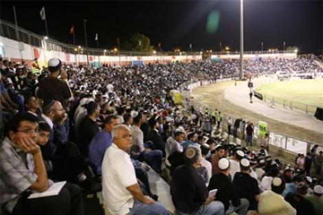 """עשרות אלפים משתתפים במעמד אמירת סליחות בערב יוה""""כ"""
