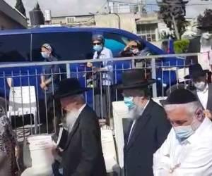 """26 שנים לפטירה: בני מרן בראשות הגר""""ד יוסף עלו לקבר אמם ע""""ה. צפו"""