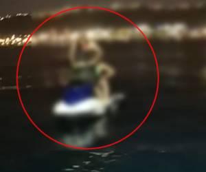 חילוץ בלב ים: שני אחים נתקעו עם ה'אופנוע ים' וחולצו
