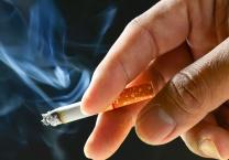 ויראלי ברשת כך מעודדים באיראן הפסקת עישון? השליך סיגריה בוערת והתפוצץ
