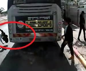 נס בעיר החרדית: צפו: בחור ישיבה התפרץ לכביש, עף - וניצל