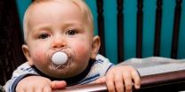 צפו בתיעוד ההורים נדהמו זה מה שהתינוקות עשו באמצע הלילה