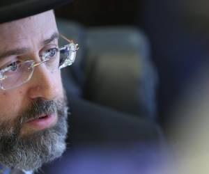 """עַל-אֵלֶּה אֲנִי בוֹכִיָּה: הרב הראשי הגר""""ד לאו בשיחה ל'כיכר השבת'"""