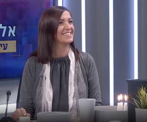 """צפו בראיון: """"אלישבע בכיכר"""": השקת קולקציה - באולפן"""