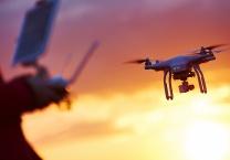צפו בווידאו ויראלי ברשת האיש שהפך את הרחפן למטוס פרטי