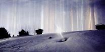שלג ושמש מה גרם לשמיים בקנדה להיצבע באורות מהבהבים?