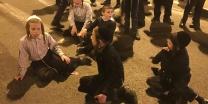 אחרי הנאומים ילדים חסמו את צומת בר אילן שודדים, זו גזירת שמד