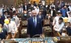 """בבית הכנסת עדס: """"תפילה חגיגית""""; כשמשה חבושה פייט את 'התקווה' • צפו"""