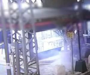 חשוד נעצר: באר שבע: רימון הלם הושלך על בית עסק • תיעוד
