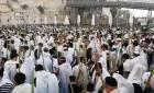 הושענא רבה: המונים בתפילת ותיקין בכותל המערבי • צפו
