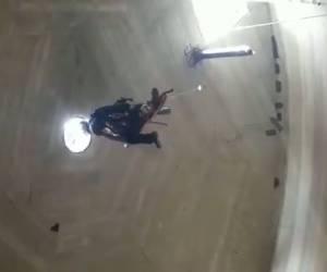 צפו בחילוץ: בחור ישיבה חרדי נפל לתוך בור עמוק בבית מאיר - וחולץ