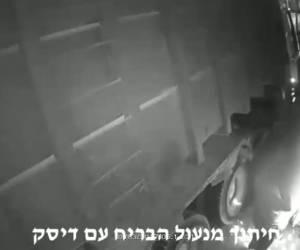 תועד ונעצר: פרץ לבית עסק וגנב מלגזה. צפו