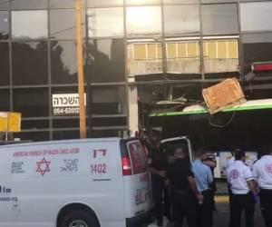 נשלל חשש לפיגוע: תל אביב: אוטובוס סטה אל תוך חנות - אין נפגעים