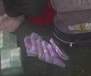 """פשיטה משטרתית: 3.5 מיליון ש""""ח נתפסו בבית פרטי • צפו בתיעוד"""