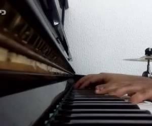 פסנתר לשבת: 'ועינינו' של ר' שלמה קרליבך