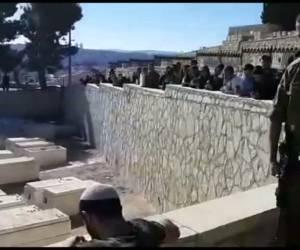 """שרים ובוכים: מצמרר: """"אני מאמין"""" על קברו של יוסף כהן"""