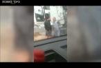 אלימות שוטרים שוטר יסמ תועד מכה ותוקף אדם ללא סיבה