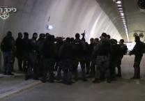 צפו התרגיל הביטחוני במנהרות החדשות בכביש 1