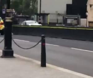 צפו במעצר המחבל: פיגוע דריסה בלונדון: שני בני אדם נפצעו קשה