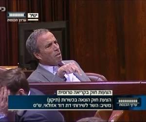 עימות סוער במליאת הכנסת: אזולאי: 'אתה רק מקלקל'; שטרן: 'לא אגיד למה נהיית שר'
