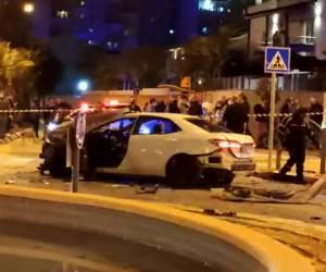 ראשון לציון: בן 50 נפצע קל מפיצוץ ברכב; תיעוד מהזירה