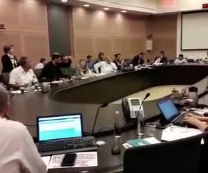 מהומה בוועדה: חברי האופוזיציה נטשו את הדיון וחזרו. צפו