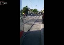 הקפיץ את הכוחות רכבו של הערבי פרץ למסלול הרכבת הקלה. צפו