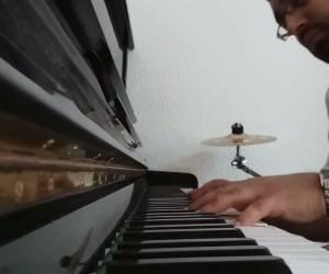 """פסנתר לשבת הגדול: """"והיא שעמדה"""" - להיט הפסח בגרסת הפסנתר"""