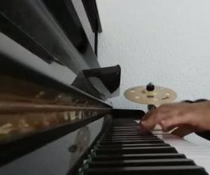 """פסנתר לראש חודש: """"אנא השם"""""""