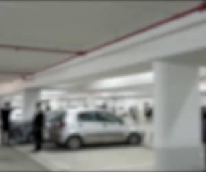 צפו בתיעוד: המשטרה איתרה מאה מתפללים יחד בחניון