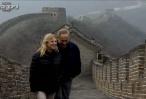 הטיול של משפחת נתניהו בחומה הסינית בנימין חייך, שרה צילמה • צפו