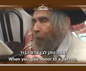 """תיעוד וידאו נדיר: מרן הרב שטיינמן: """"כבוד זה רעל; אנשים קוברים מיליונים לתאוות"""""""