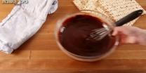 מתוק, מהיר וחסכוני מתכון לעוגת גלידה עם שוקולד ומצות - מדריך וידאו