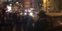 בהפגנת הפלג השוטרת העיפה את כובע המפגין - והושפלה. צפו