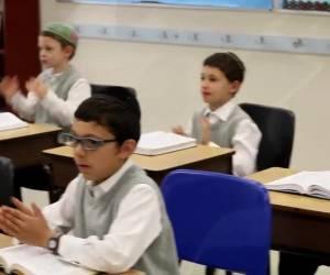 """""""פרחי אטלנטה"""" בסינגל קליפ: הקשיבו תלמידים"""