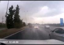 צפו שוטרים במרדף דרמטי בגשם אחר קיה גנובה