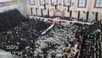 """""""נדהם מהאמונה"""": היועץ של נתניהו - והסלפי בחתונה החסידית"""