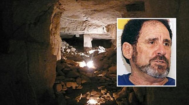 המערה. בקטן: אדם זרטל. צילום: סקר הר מנשה