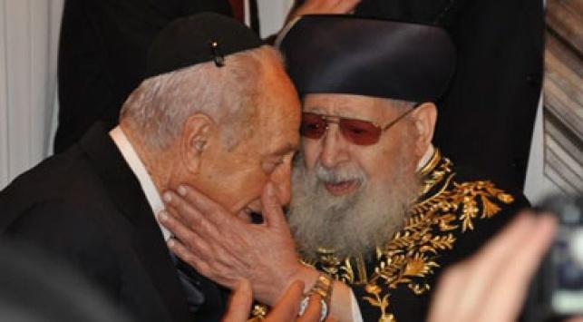 הנשיא זוכה לסטירות של קדושה. צילום: כיכר השבת