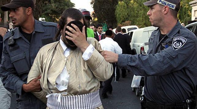 שוטרים ומפגינים. צילום: פלאש 90